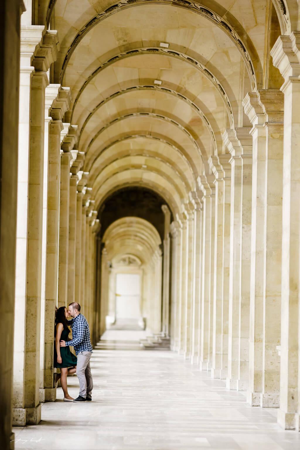 Engagementshooting Paris louvre
