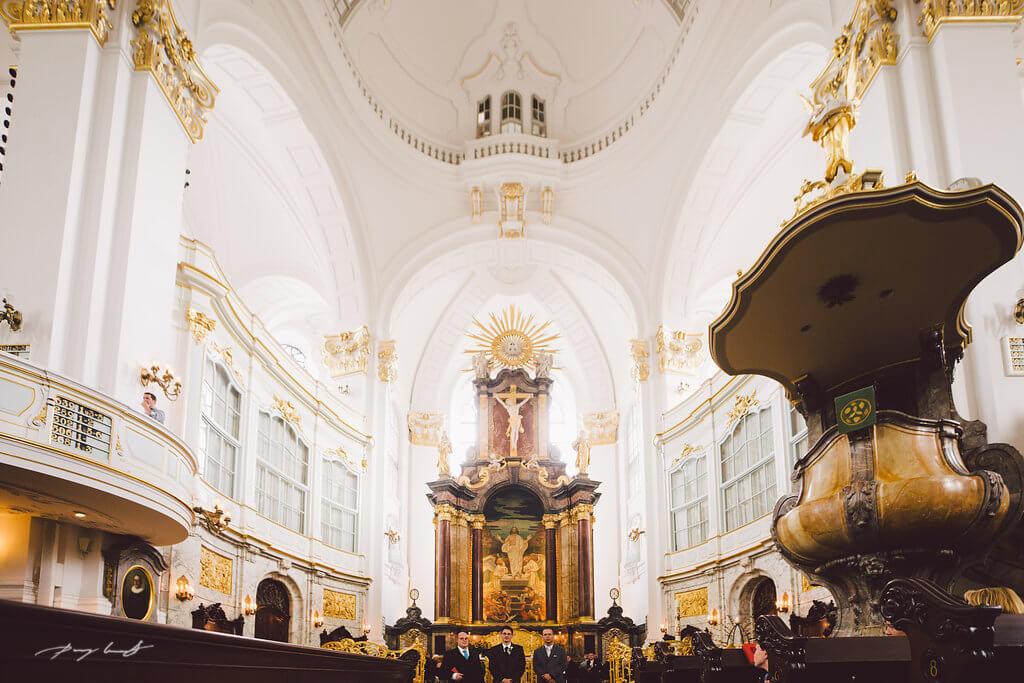 Hochzeitsfotografie im Michel Hamburg