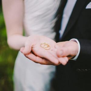 Hochzeitsringe bei Fotoshooting