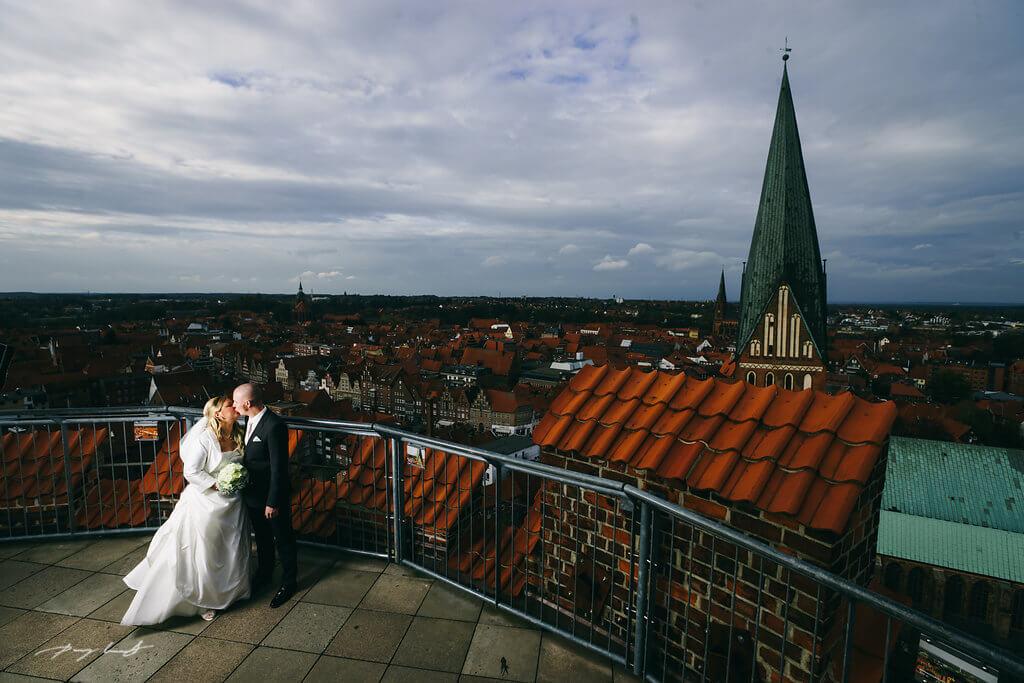 hochzeit wasserturm standesamt lueneburg brautpaar