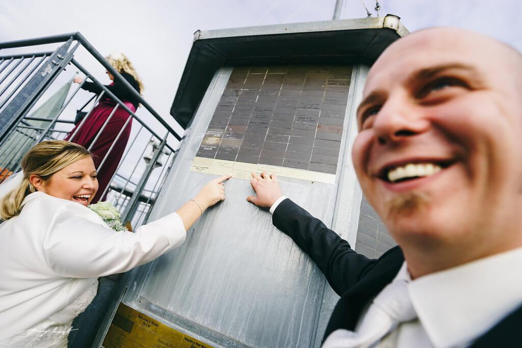 schild anbringen am wasserturm Standesamt lüneburg hochzeit