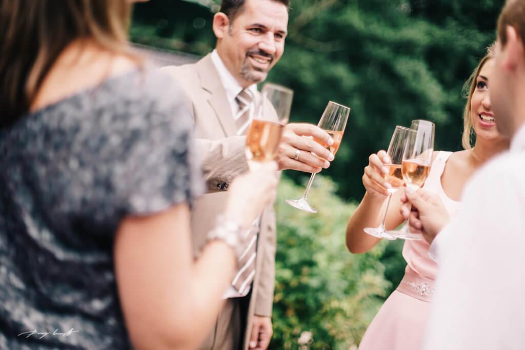 Sektempfang hochzeitsgäste Trauung Standesamt hamburg heiraten in ammersbek