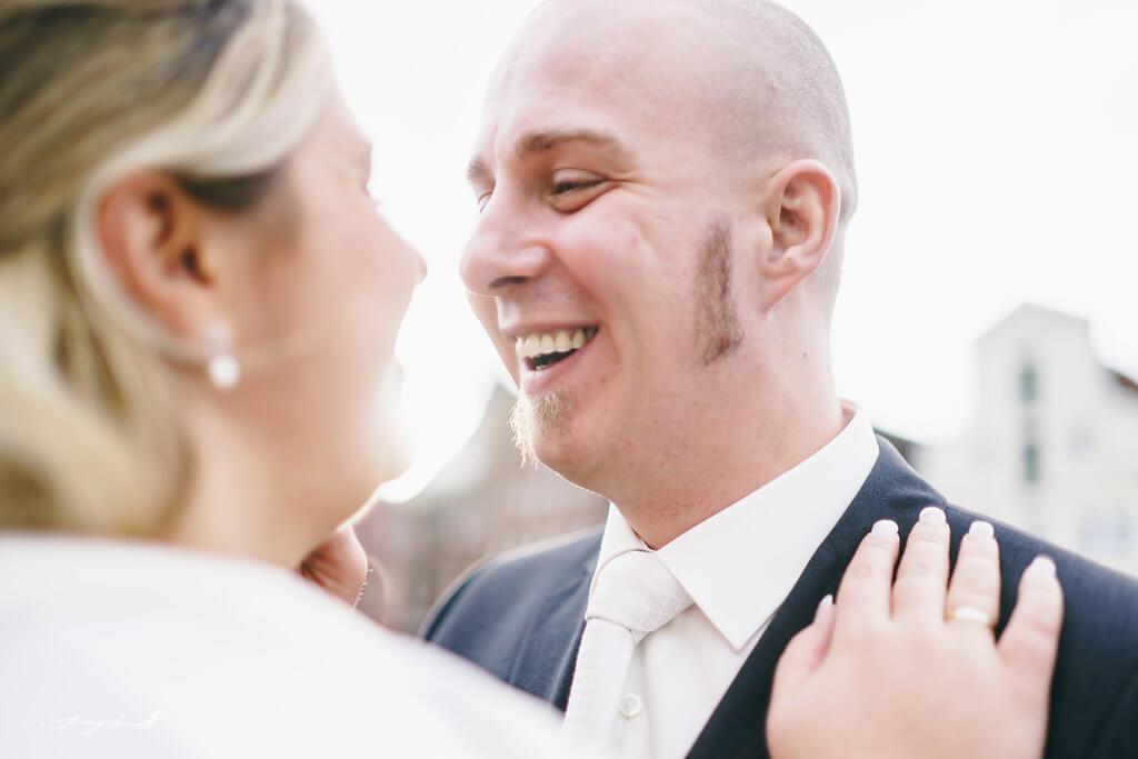 glücklich bräutigam lüneburg fotograf hochzeitsfotografie