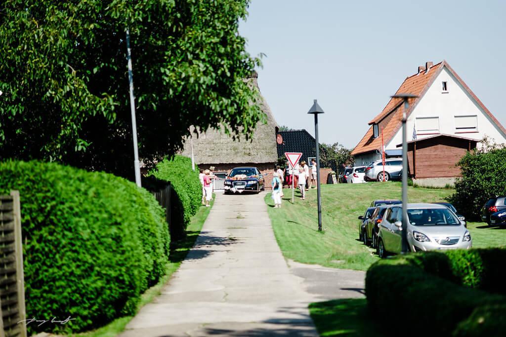 Brautwagen Gäste Fliegenberg Kirche Hochzeit