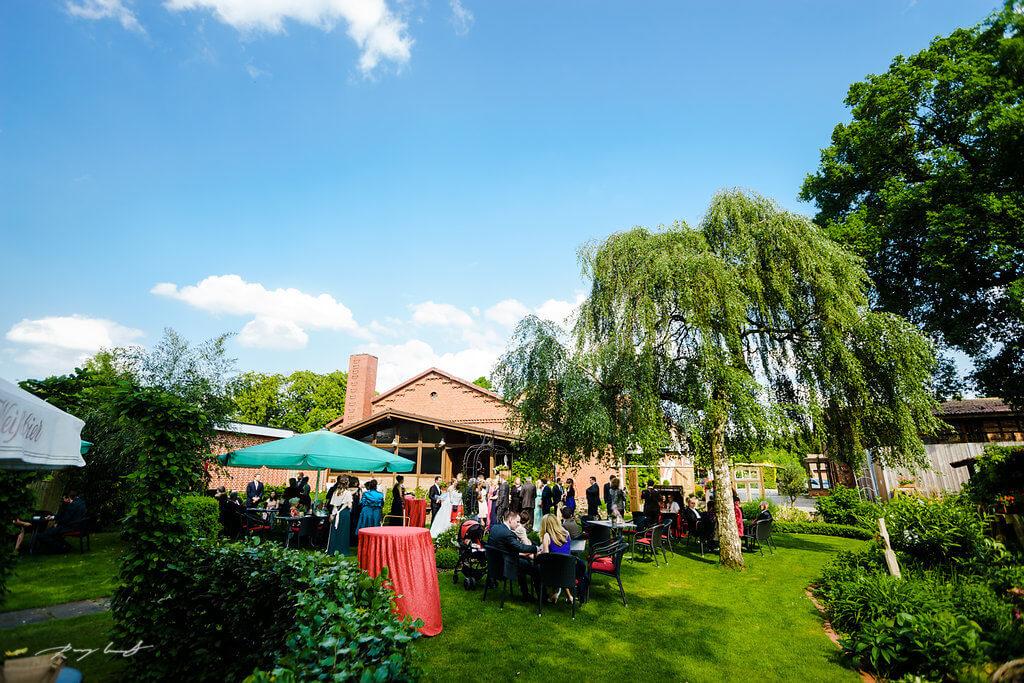Gartenparty Gasthaus Große Hochzeit Hochzeitsfotografie