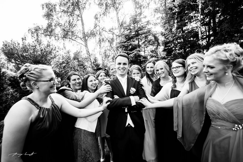 Bräutigam Freunde Hochzeitsfotografie Wulfsen Gasthaus Große