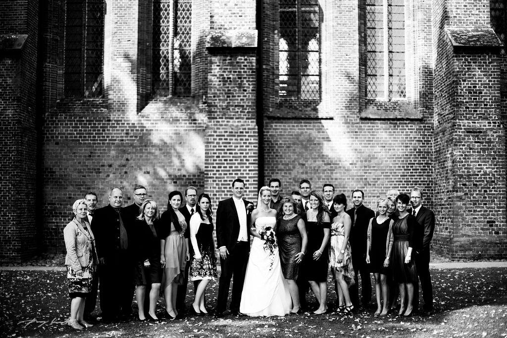 Brautpaar Gäste Gruppenfoto Hochzeitsfotograf Bardowick