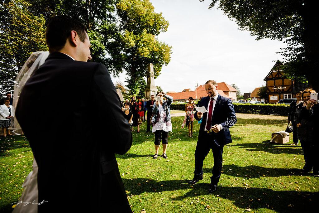Hochzeitsgesellschaft Brautpaar Dom zu Bardowick Hochzeitsfotograf