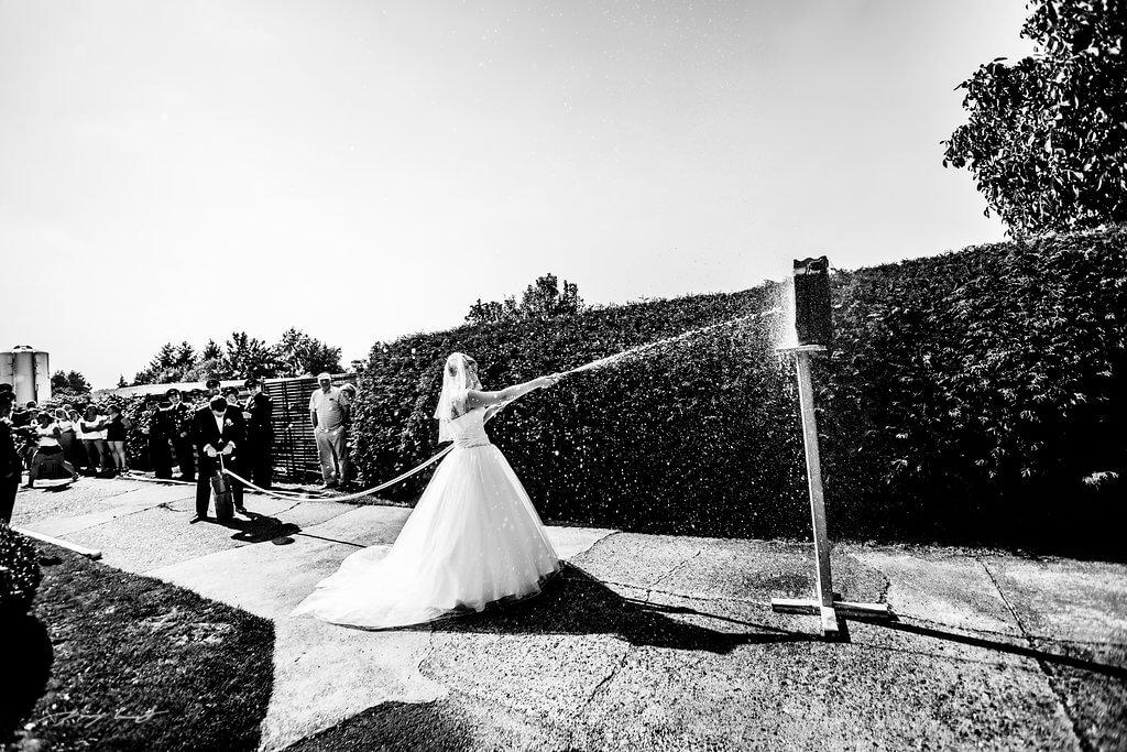 Wasserspiele Hochzeit Feuerwehr in Fliegenberg Hochzeitsfotografie