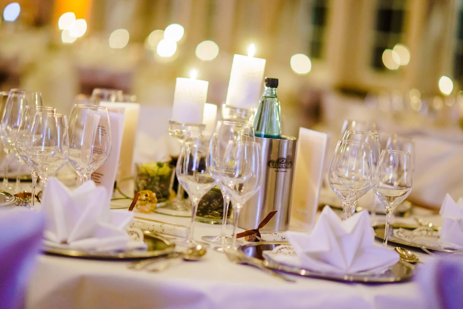 Hof Sudermühlen Tischdekoration Hochzeitfeier Egestorf