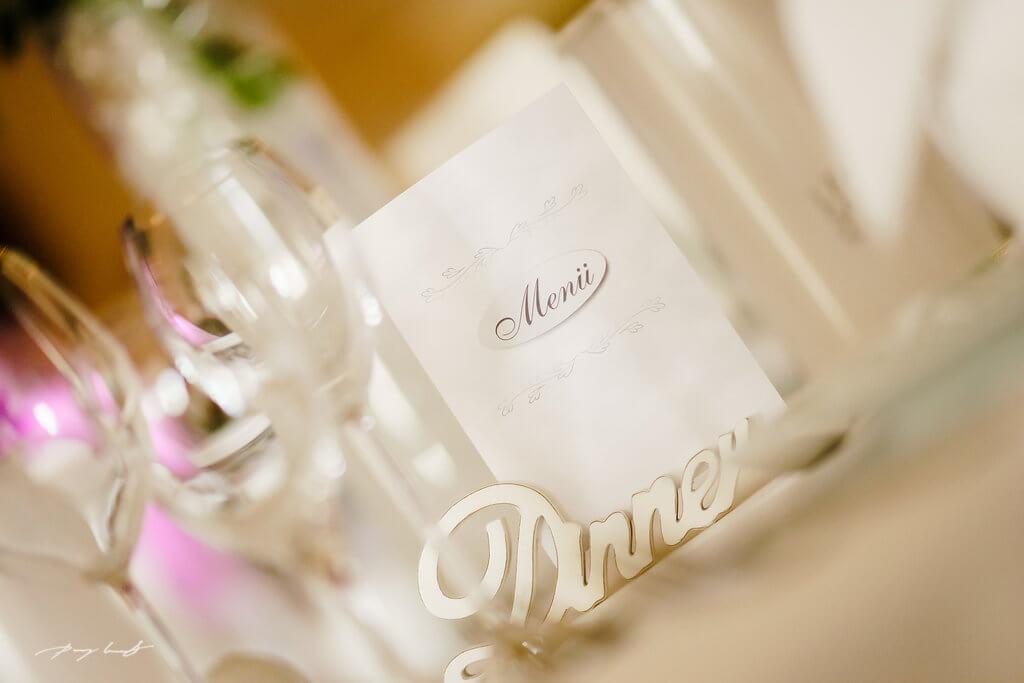 Hochzeit im Gasthof Große Hochzeitsfotografie Brautpaar Feier