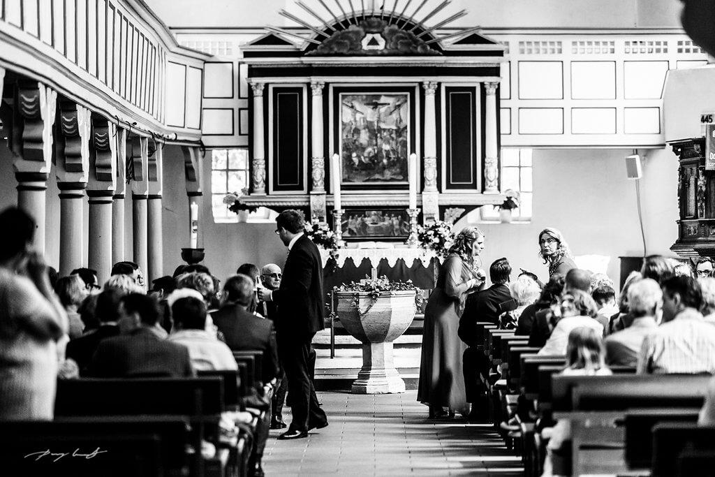 Hochzeitsgäste Fotografie Kirche in Pattensen