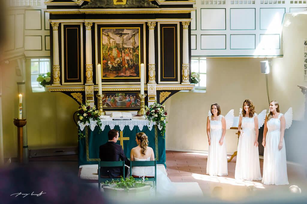 Engel Hochzeit Brautpaar Fotograf St.Gertrud
