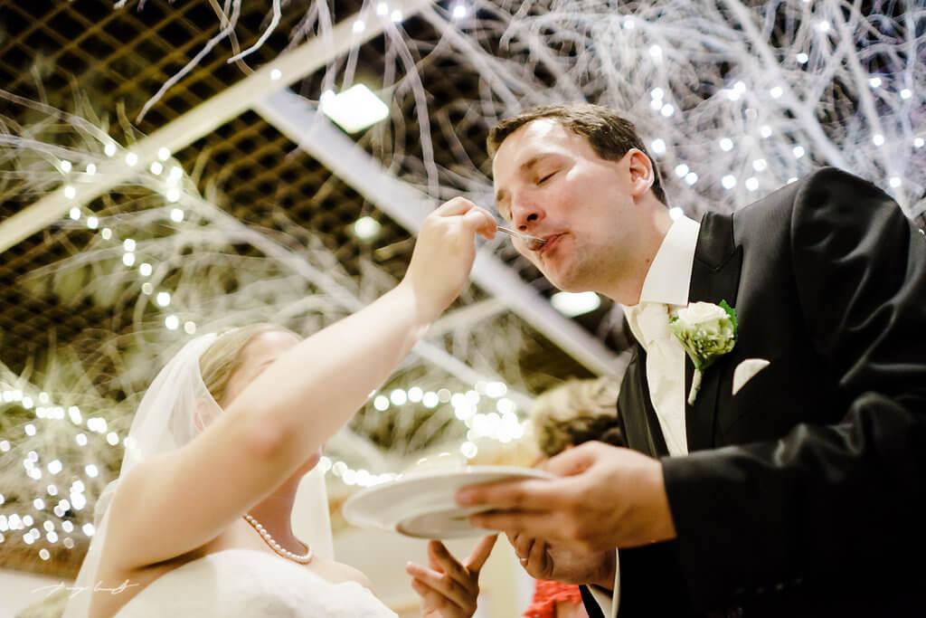 Hochzeitsfotos Brautpaar Foto Torte Wulfsen
