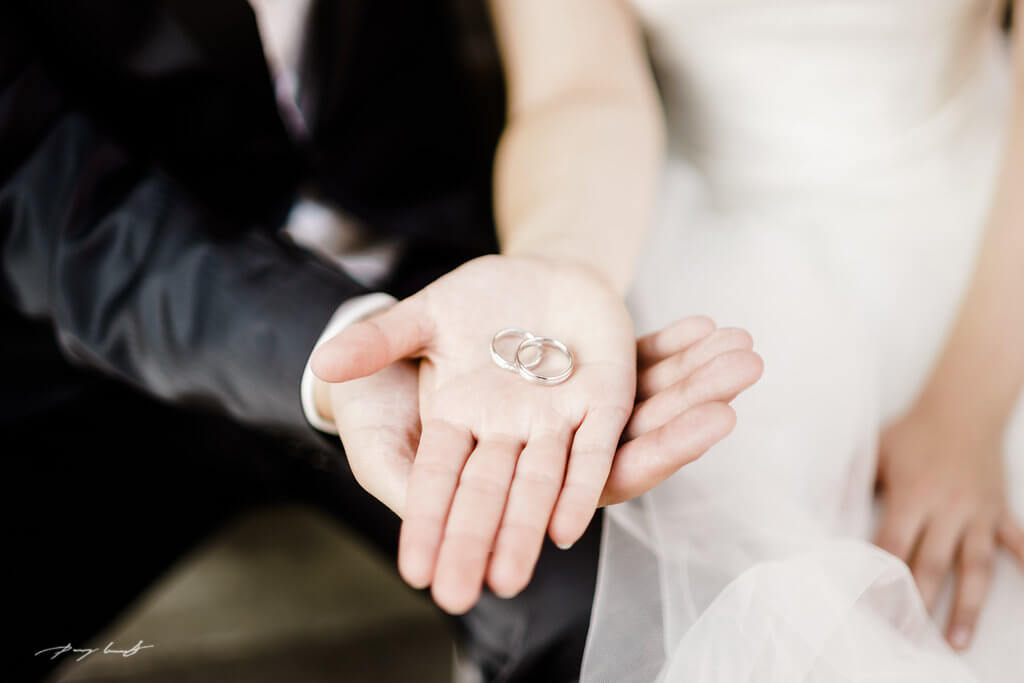 Hochzeitsfotografie Trauringe Brautpaar Wulfsen