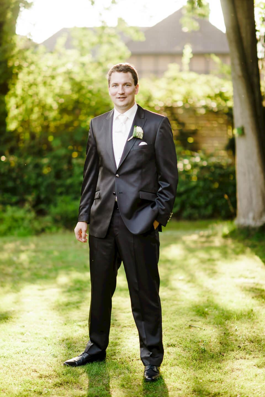 Bräutigam Fotoshooting Hochzeit Fotograf