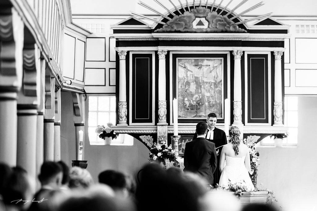 Pastor Jawort Brautpaar Kirche Pattensen Fotograf Hochzeitsfotografie