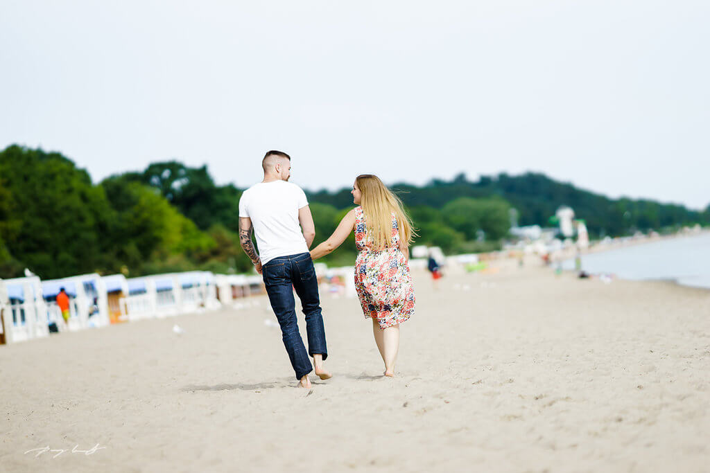 Sie und Er am Strand Sand Sonne Timmendorf Fotoshooting