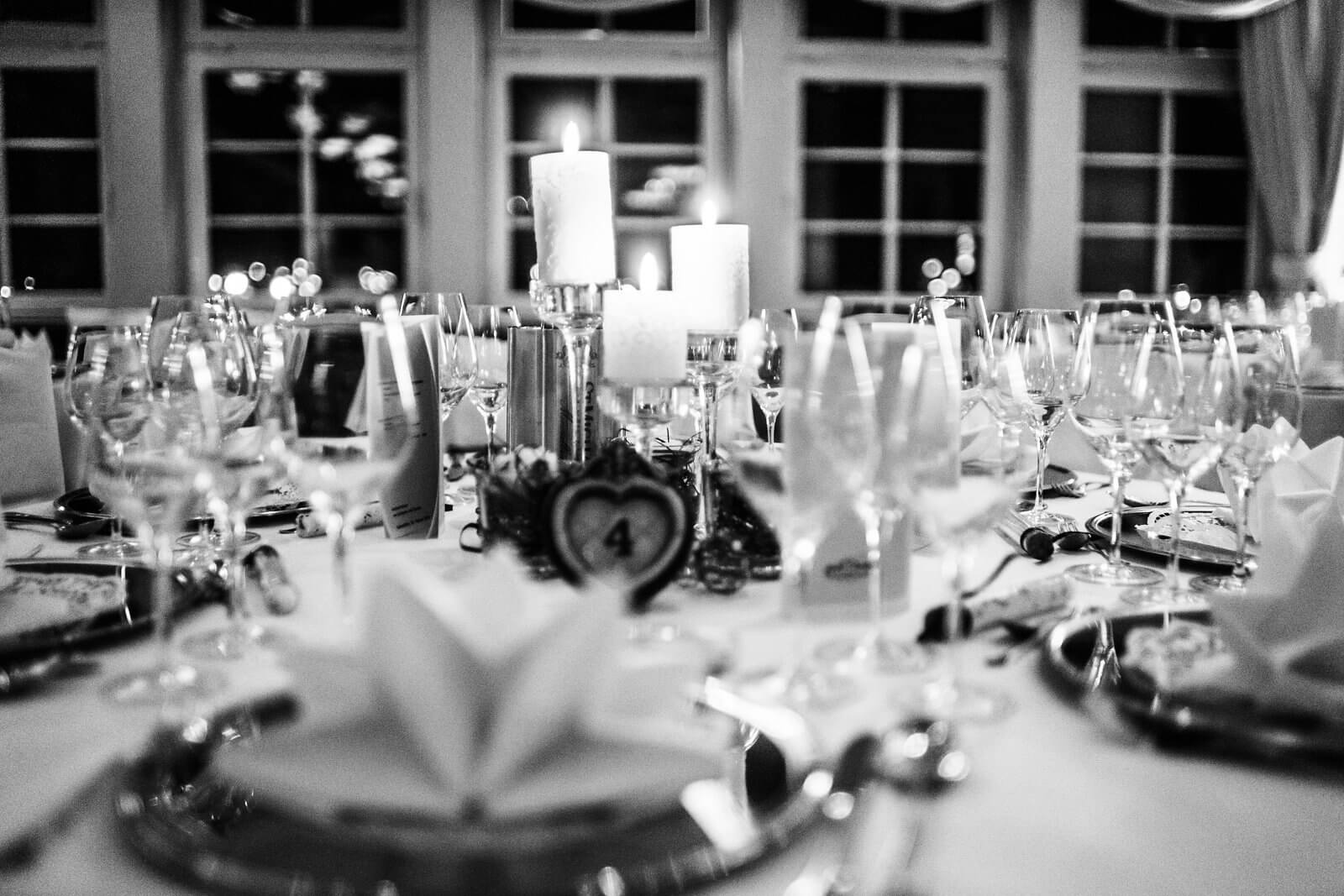 Tischkarten Speisen im Hof Sudermühle in Egestorf Hochzeitsfotograf