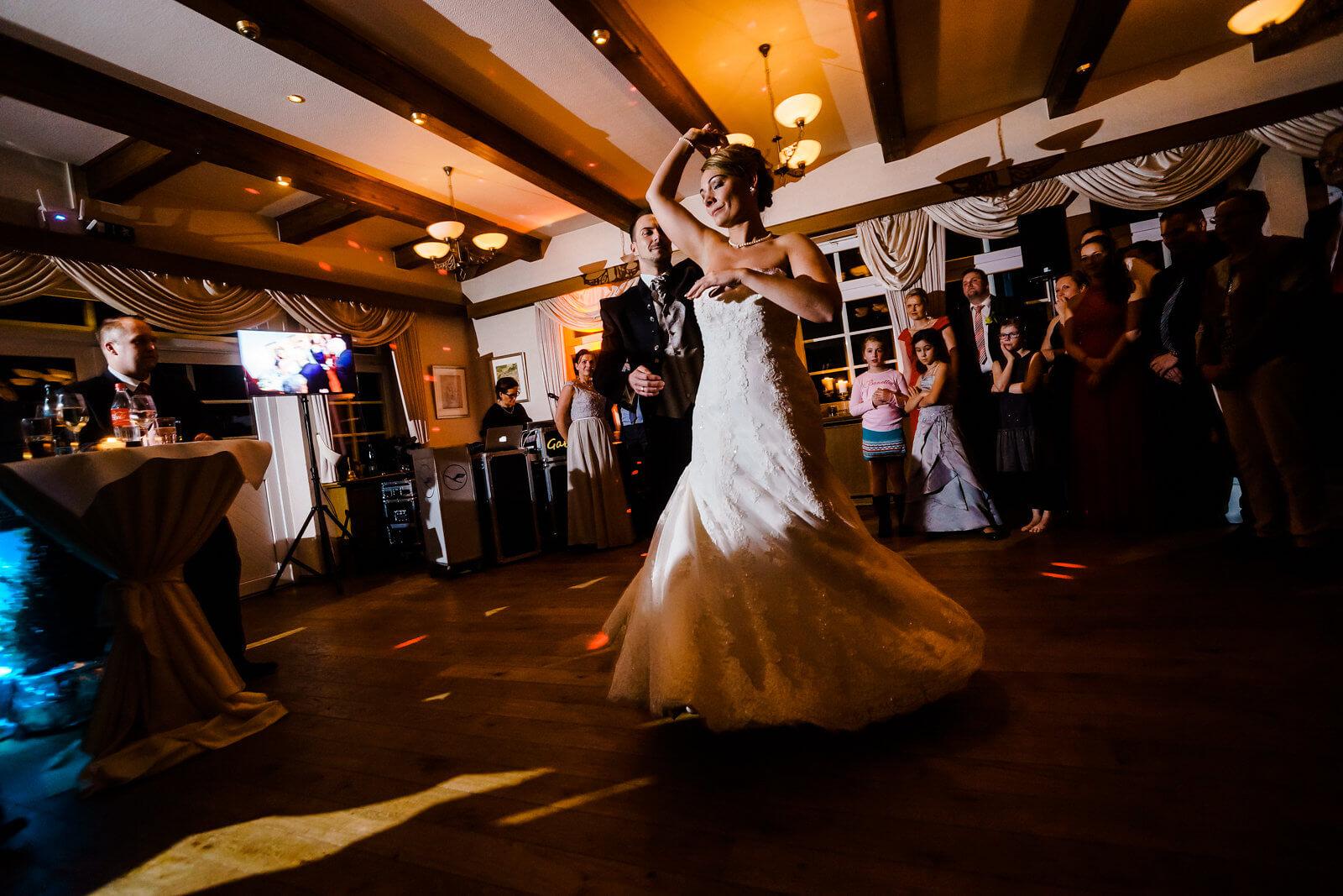 Tanzpaar Tanzfläche Hof Sudermühlen Brautpaar Fotografie