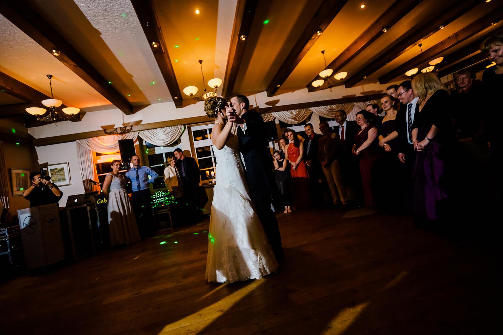 Tanzfläche Hochzeitsfeier Brautpaar