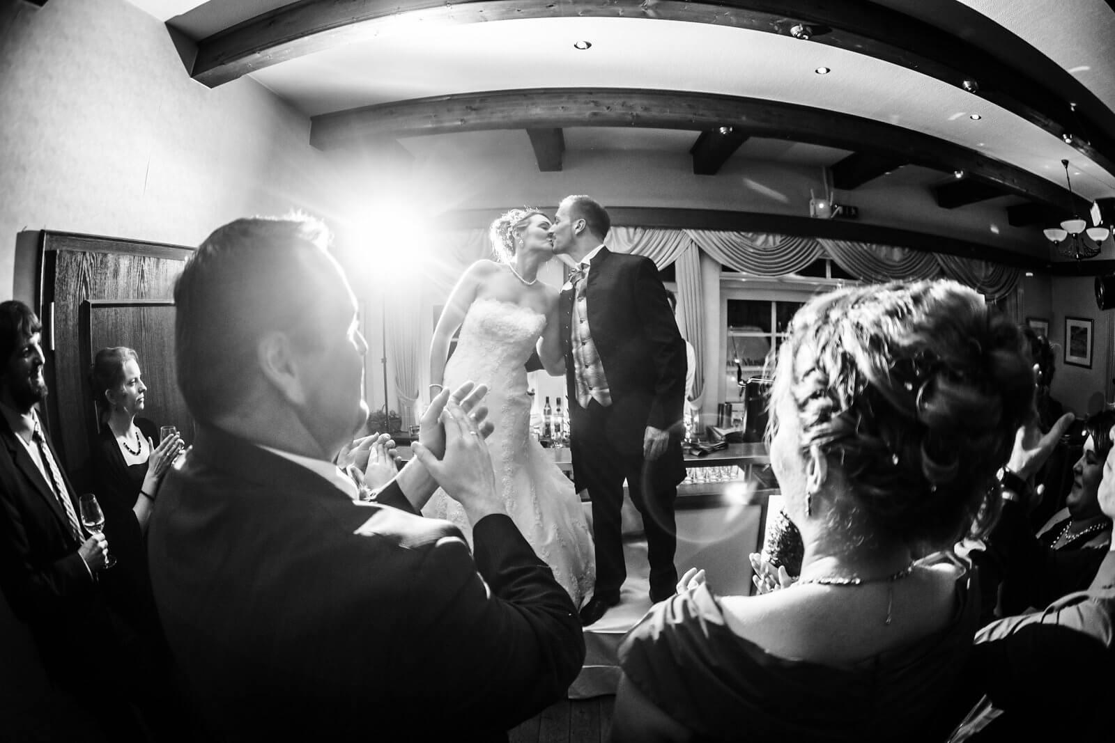 Brautpaar Tanzfläche Kuss Sudermühlen Egestorf