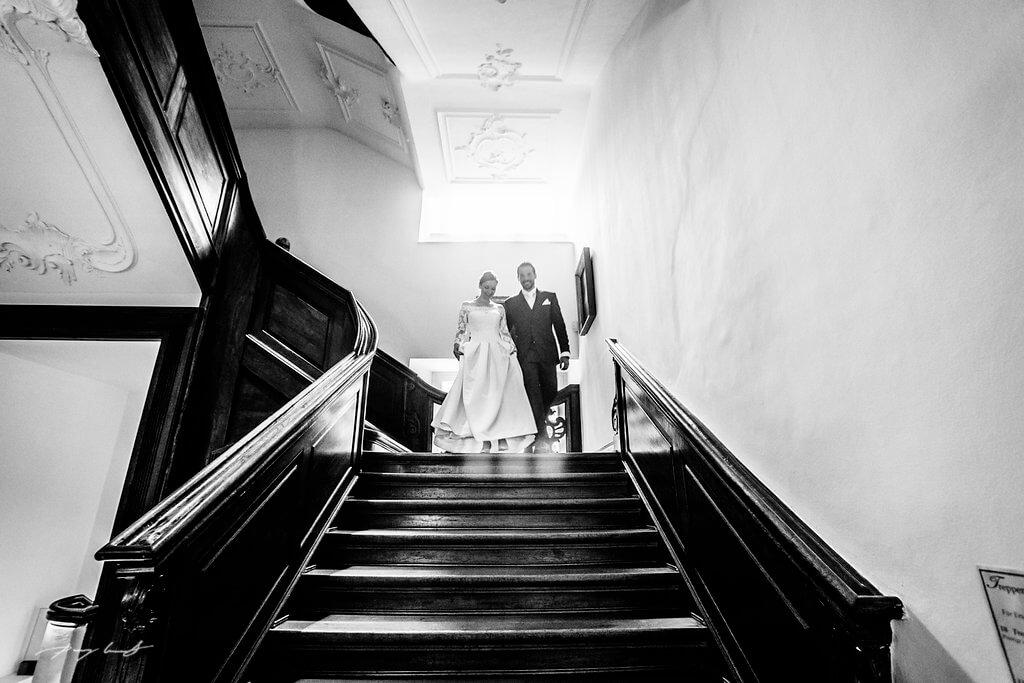 schwarz weiss ahrensburg fotografie brautpaar im schloss hochzeitfotograf schloss ahrensburg