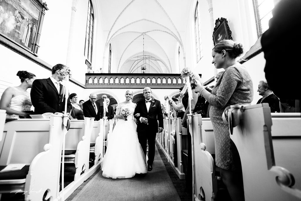 heiraten im kloster lüne braut hochzeitsfotograf schwarz weiss
