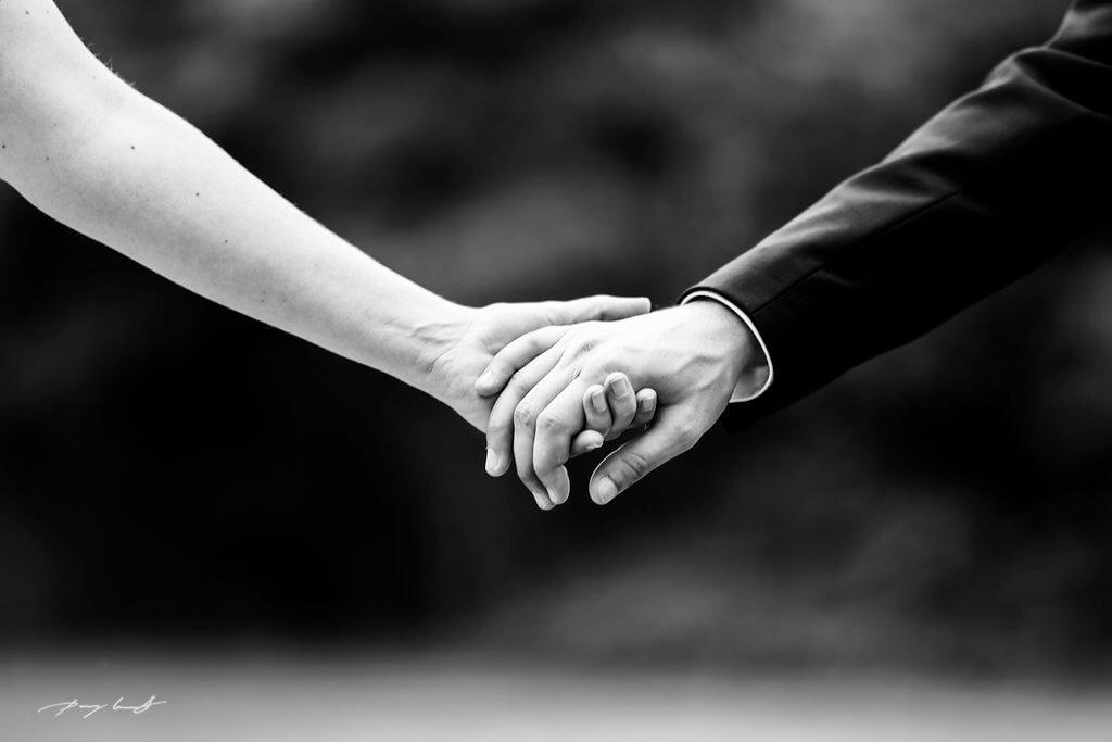 hand in hand braut adendorf hochzeit johanniskapelle trauung heiraten in adendorf hochzeitsfotografie