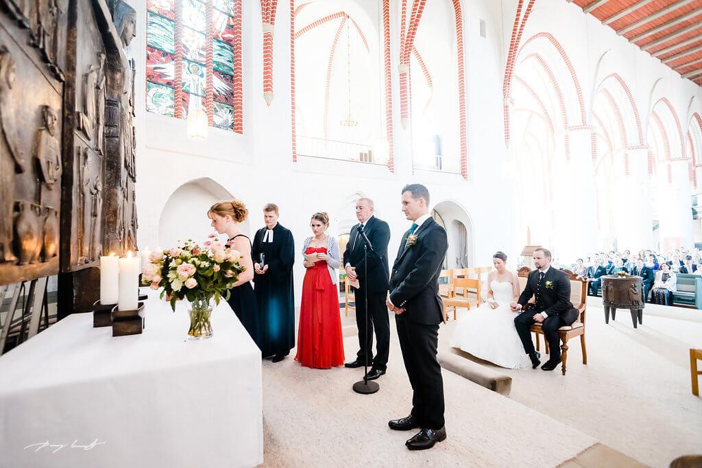 hochzeitsgäste trauung kirche fotografie st. marien kirche winsen