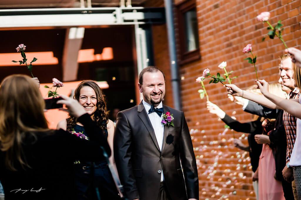 rosenmeer braut und bräutigam hochzeitsfotografie schloss winsen