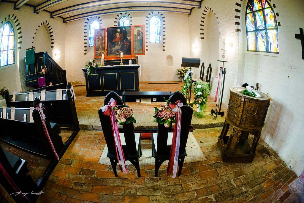 johanniskapelle geschmückt hochzeit hochzeitsfotografie adendorf trauung heiraten in adendorf