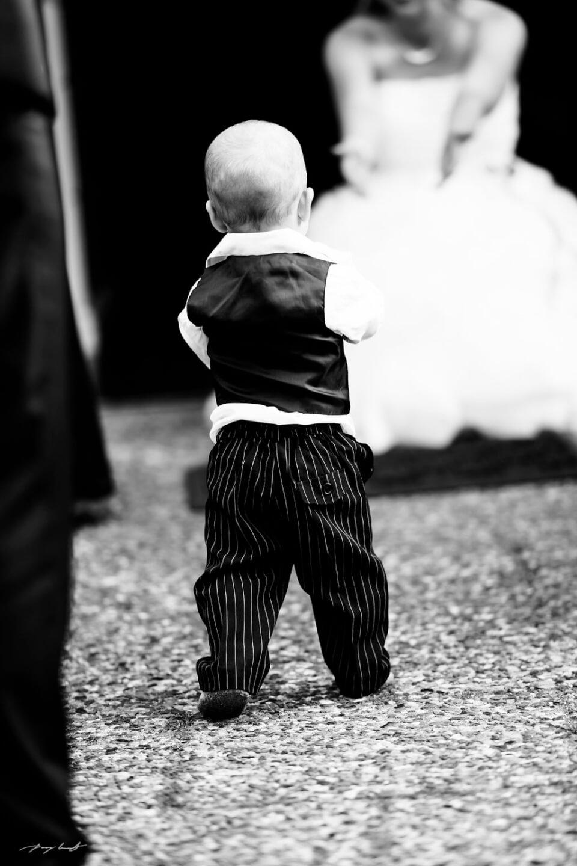 schwarz weiss baby hochzei fotografie bootshaus ilmenau brautpaar hochzeitsfeier