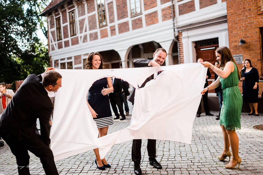 fotografie braut und bräutigam herz schlosshof standesamt schloss winsen