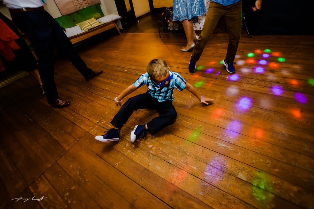 bunte lichter hochzeitsfeier im bootshaus ilmenau fotograf hochzeit schönster tag