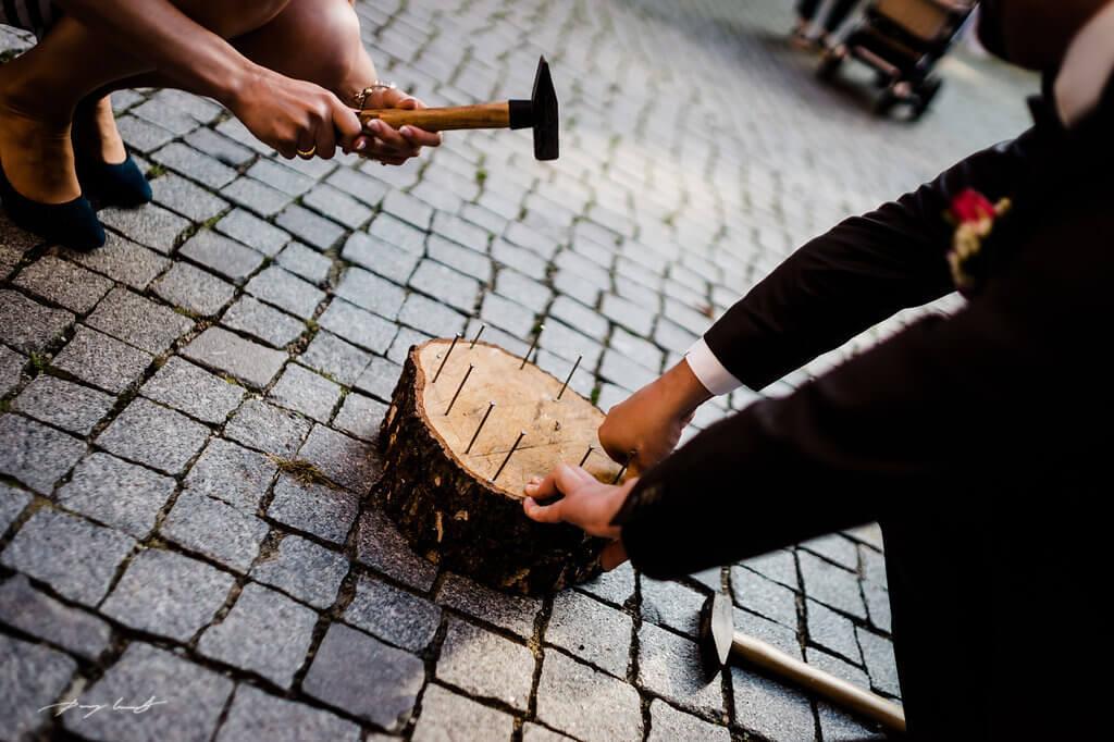 hammer und nagel schlosshof in winsen luhe hochzeitfotograf im schloss winsen