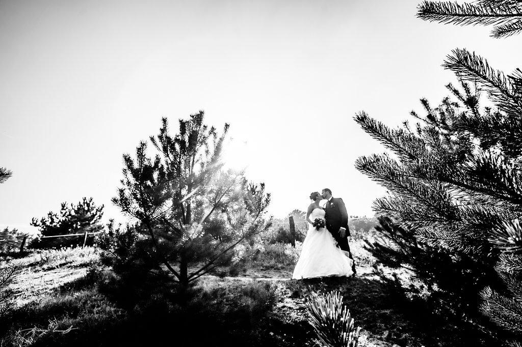 fotografie hochzeitsfotografie brautpaar hochzeit fotograf schwarz weiss