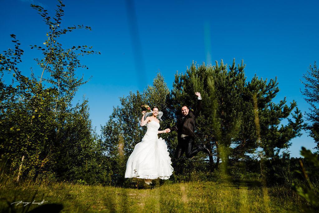 sprung ins glück hochzeitsfotograf brautpaar fotografie
