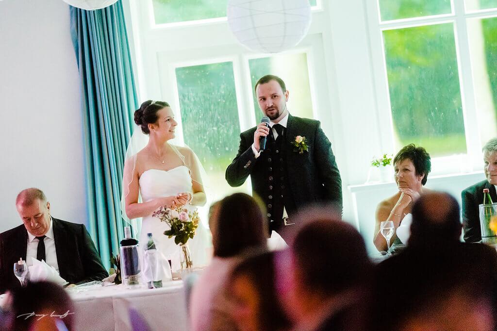ansprache bräutigam hochzeit festhalle brackel fotografie hochzeitsfotograf