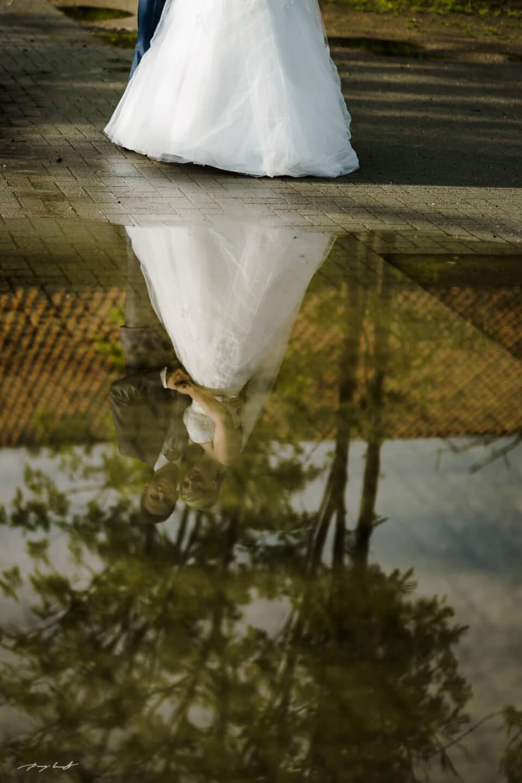 gespiegelt brautpaar fotografie hochzeitsfotograf lüneburg gut bardenhagen