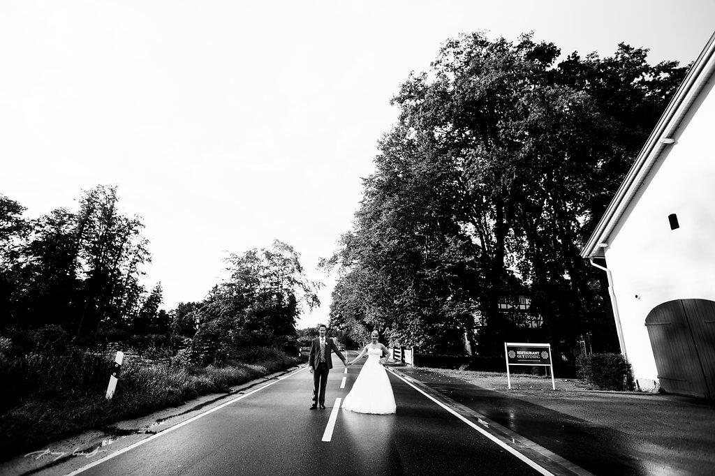 hier sind wir fotografie trauung hochzeit gut bardenhagen hochzeitsfotograf brautpaar