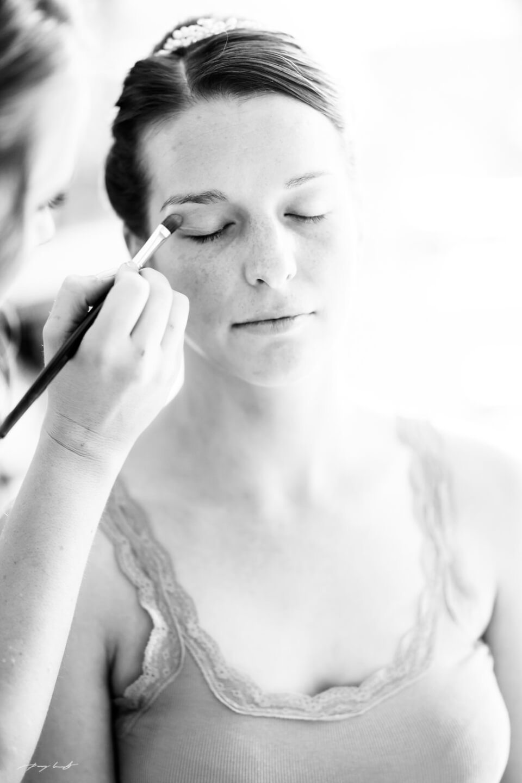 braut schminken schwarz weiss fotografie hochzeitsfotograf
