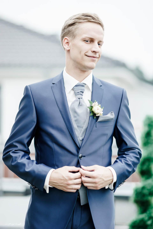 portrait vor der trauung bräutigam hochzeit fotograf