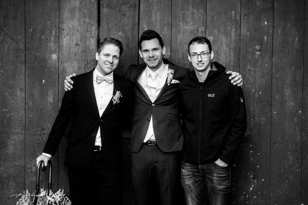 bräutigam und trauzeugen hochzeitsfotograf heiraten in wolfsburg