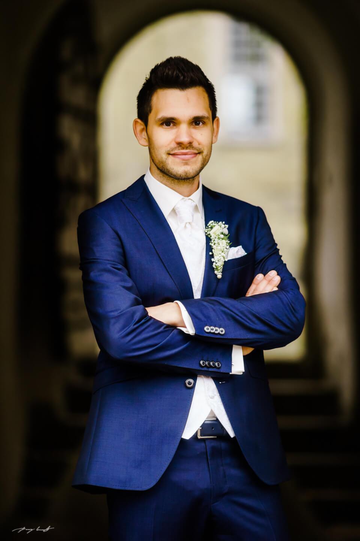 bräutigam portrait hochzeit schloss wolfsburg hochzeitsfotografie