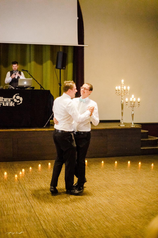der erste tanz hochzeitsgäste hochzeitsfeier im steigenberger parkhotel braunschweig hochzeitsfotograf hochzeitsgäste