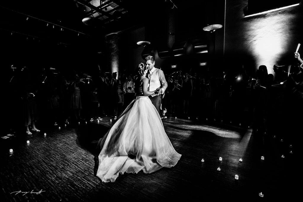 braut und bräutigams erster tanz hochzeitsfeier schwarz weiss fotografie steigenberger parkhotel braunschweig location