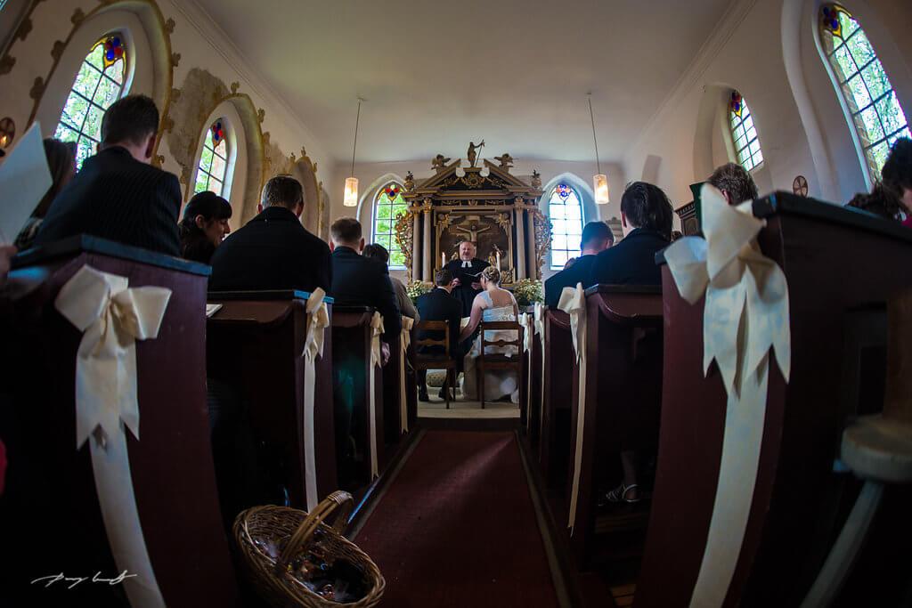 trauung brautpaar hochzeitsfotografie pfarrer hochzeit heiraten in kapelle hanstedt