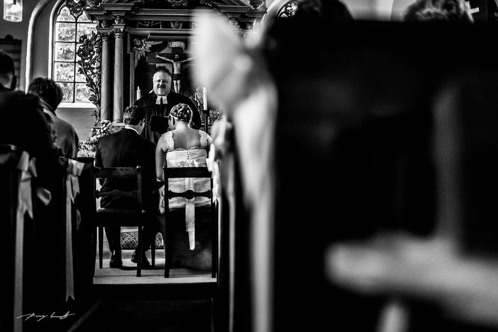 traualtar pfarrer hochzeitsfotografie hanstedt brautpaar hochzeit
