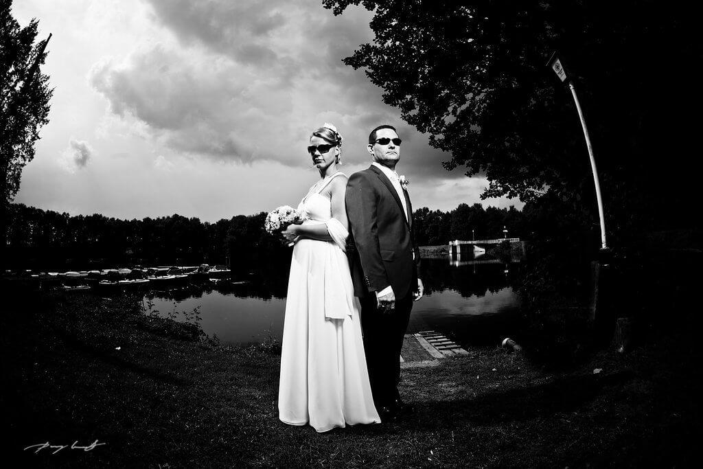 sonnebrille lopausee cool hochzeitsfotografie amelinhausen schwarz weiß hochzeitsreportage